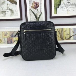 Gucci black leather Messenger bag GC06BM110