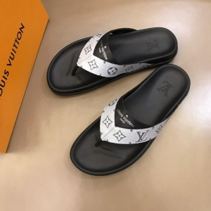 Louis Vuittion flip flop with LV design in silver rubber MS021021 Updated in 2019.06.17