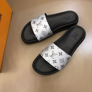 Louis Vuittion Slippers with LV design in silver rubber MS021022 Updated in 2019.06.17