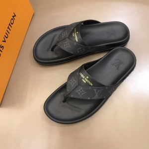 Louis Vuittion black Slippers with LV design in rubber MS021023 Updated in 2019.06.17