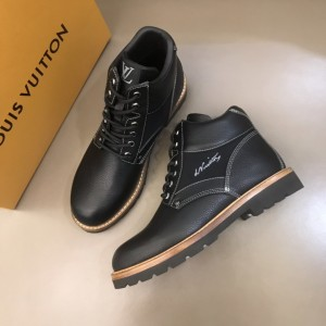 """LV black leather Boots and signed with a cursive """"LV"""" embroidered MS021221 Updated in 2019.11.28"""