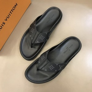 Louis Vuitton flip-flop with LV design MS02811 Updated in 2019.04.19