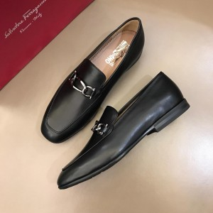 Salvatore Ferragamo Black Bright leather Loafer With Sliver Buckle MS02983 Updated in 2019.04.19