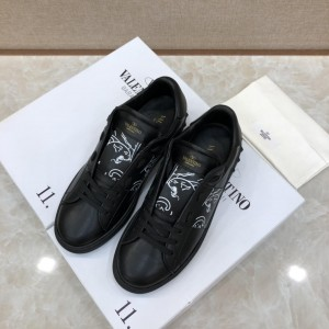 Valentino Sneakers Black and white print with black sole MS071454 Updated in 2019.04.27