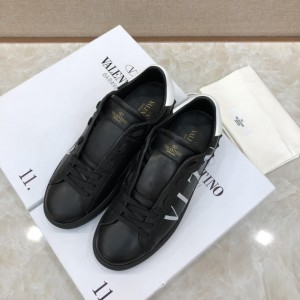 Valentino Sneakers Black and white VLTN logo print with black sole MS071456 Updated in 2019.04.27